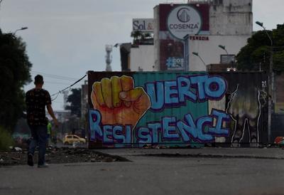 Asesinan a dos manifestantes en ciudad de Colombia; vigilaban bloqueos