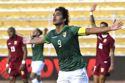 Bolivia sale de su mala racha de local ante Venezuela con doblete de Martins