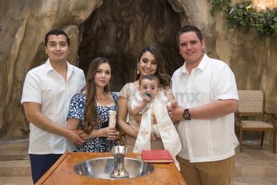 Bautizo de Juan Pablo Zúñiga Montes, junto a sus padrinos, Ray Montes y Narda Loera, y sus padres, Jesús Zúñiga y Marlene Montes.