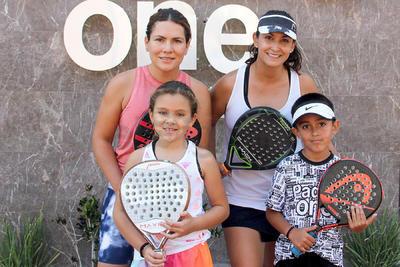 Mariana, Paula, Jessica y Santiago.