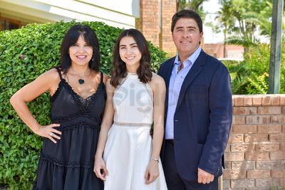 Pamela Sosa Linares con sus papás, Juan Pablo Sosa y Rocío Linares.