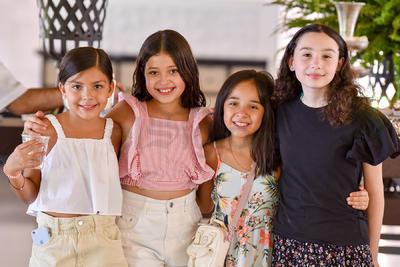 María Isabella Salazar, Isabella Serrano, Sofía Lam y Mariángel Correa.