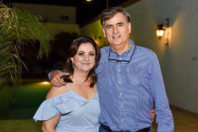 Andrés Anaya junto a su esposa, Gaby.
