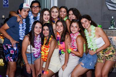 Acompañantes de Susana en la celebración de sus 18 años.