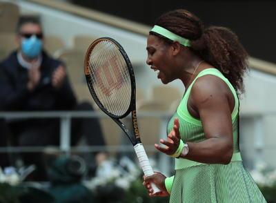 Serena Williams avanza a octavos de final del Roland Garros