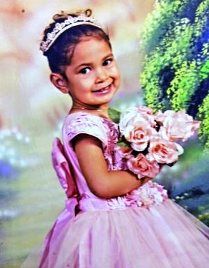05062021 Sofía Alejandra en su presentación religiosa al cumplir 3 años.