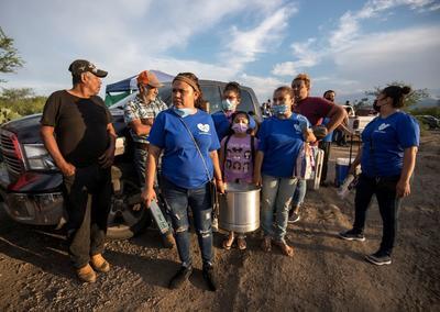 Familiares oran y piden por un milagro en mina de Múzquiz