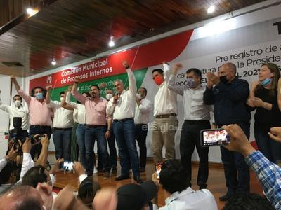 Román Cepeda se declaró ganador por la alcaldía de Torreón.