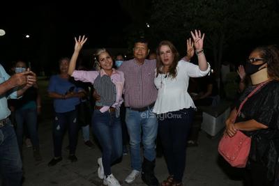 Alejandra del Valle, Ofelia Rentería y Eduardo García, candidatos por los Distritos X, XI y XII, aseguraron que de acuerdo a sus conteos la ventaja es irreversible.