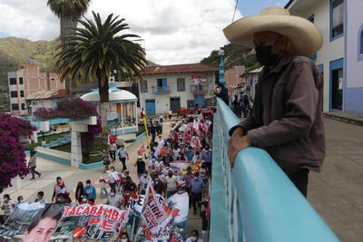 Se aproxima Pedro Castillo al triunfo en Perú