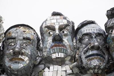 Arman en Cornualles una escultura de residuos electrónicos de cara al G7