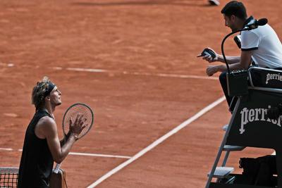 Tsitsipas consigue pase a la final en Francia tras vencer a Zverev