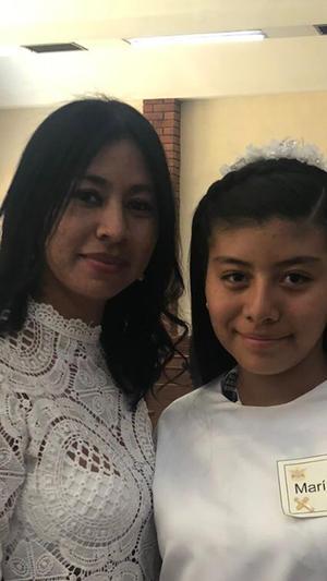 13062021 Confirmación de María Isabel Gallardo acompañada de su mamá Cynthia Aguilera.