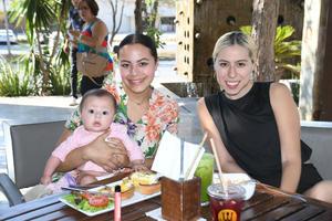 14062021 Janet, bebé Catalina y Luisa Frayre.