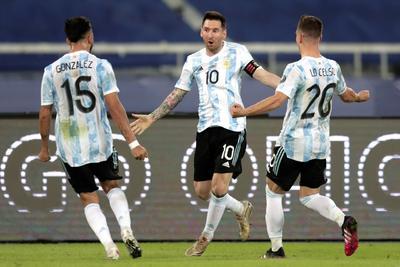 Messi anota pero Argentina y Chile igualan en Grupo A