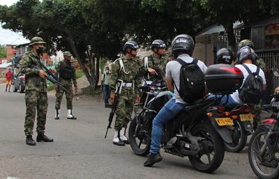 Atentado con coche bomba en base militar de Colombia deja al menos 36 heridos