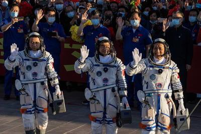 Despega nave espacial china Shenzhou-12 con tres astronautas a bordo