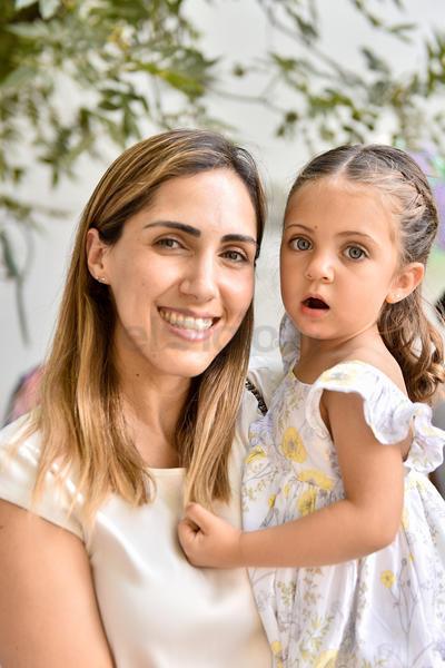 Regina y Rosario celebran los cuatro años de Luisa María.