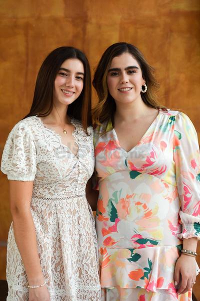 Sofía realizó su confirmación en compañía de Isabella Rebollo.