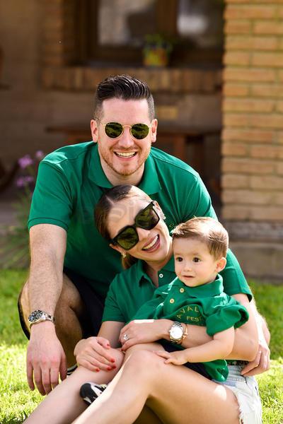 Carolina Ávalos, Enrique Arzapalo y su hijo Enrique acudieron a convención familiar.