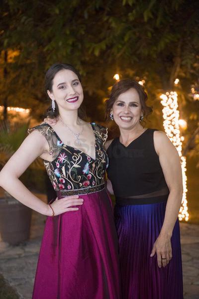 Bárbara Blackely y Bety Escobedo.