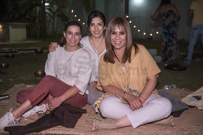 Vivi Delgado, Mague Castillo y Rossana Flores.