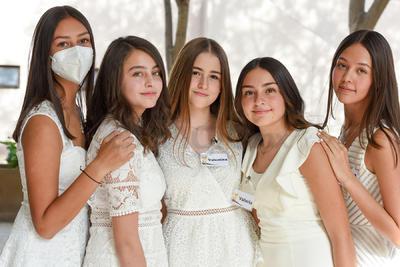 Ángela, Valentina, Valeria, Regina y Nelly.