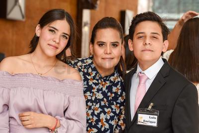 María José, Anilú y Luis Enrique.