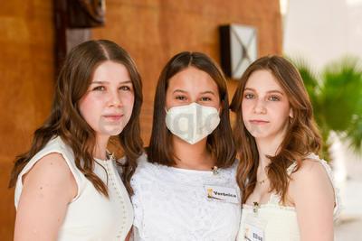 Regina, Verónica y Elisa.