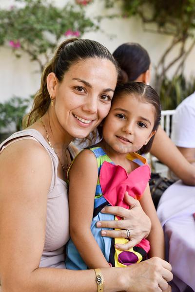 Luisa y Sofía.