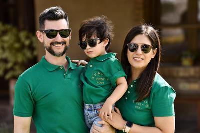 Elisa Delgado y Leonardo García con su hijo, Alejandro García.