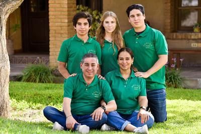 Fabiola, Miguel, Miguel Ángel, Santiago y Alida.