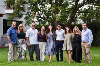 Enrique, Vanessa, Roberto, Lourdes, Sara, Laura y Pablo.