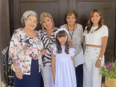 Maya León, Ivonne Vara, Rosa León y Ale Vara.