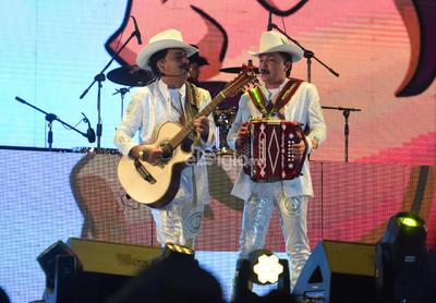 """En concierto instalaciones de la feria de Torreón """"Los dos Carnales""""  En concierto instalaciones de la feria de Torreón """"Los dos Carnales"""""""