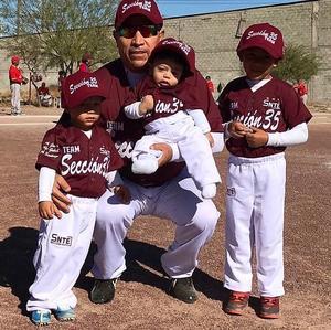 21062021 Profesor Javier cordero con sus nietos Lucah Santiago, Rodolfo Gabriel y Erick Javier.