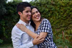21062021 El joven Enrique y la señorita Ana Roberta celebran pedida de mano.