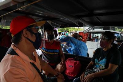 Duterte amenaza con detener a quienes se nieguen a vacunarse contra COVID