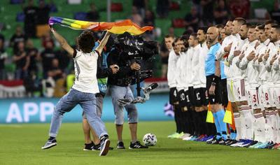 UEFA se ve arrastrada a batallas sociales en Euro 2020