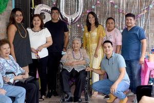 25062021 Sra. Inés celebró 90 años de vida.