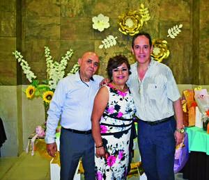 27062021 Festejando el cumpleaños de Carmen Favela de Medina, Ernestro Medina y Paco Amozurrutia Carson.