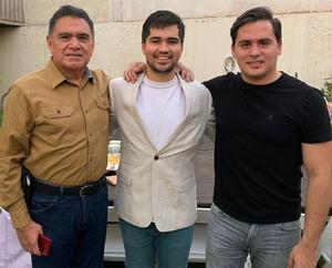 27062021 Miguel Gomez Ch. y Miguel Gomez G., en la despedida de soltero de Eduardo Miguel Valdez Gómez.