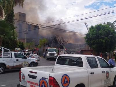 Empresa cafetalera se incendia en Torreón