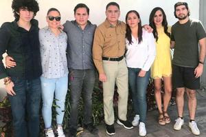 01072021 Miguel Gómez Chavero en el festejo del día del padre con sus hijos y nietos.
