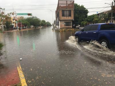 Se presentaron encharcamientos en distintos puntos de la ciudad de Torreón.