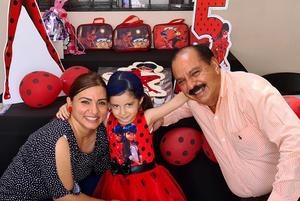 02072021 Adanicol Baqueiro Flores celebra su cumpleaños junto a sus padres, José Adán Baqueiro Adame y Marlen Saraí Flores Faccuseh.