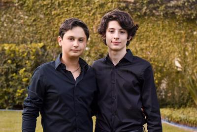 ENTRADA. Lucas y Ale celebraron su graduación de secundaria.