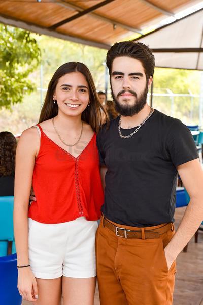 DEPORTE. Ana María Muñoz y Alfredo Máynez asisten a inauguración de restaurante y espacio de deportes extremos.