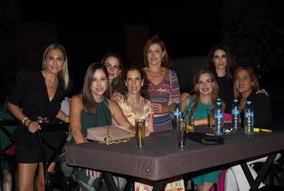 Adriana, Nadia, Delia, Rosina, Paula, Mónica y Velia.