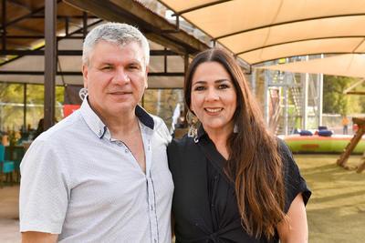 Ernesto y Mónica Pérez.